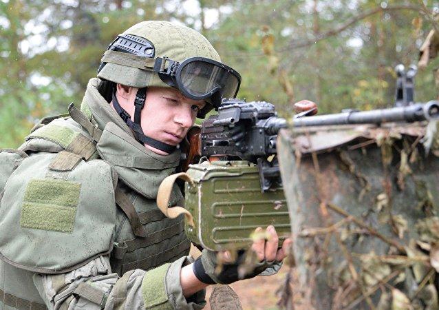Militar russo nas manobras conjuntas russo-bielorrussas Zapad 2017