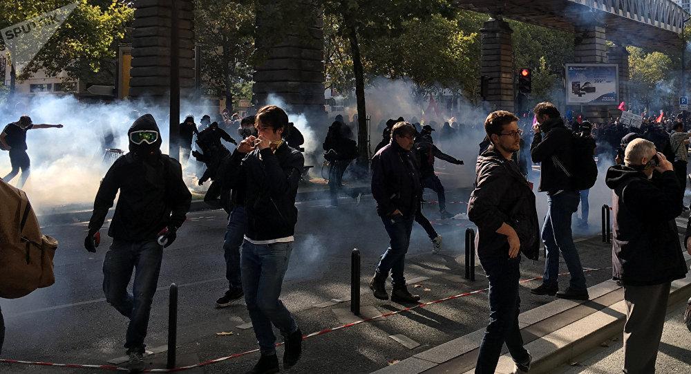 Manifestantes protestam contra reforma laboral em Paris, 21 de setembro de 2017