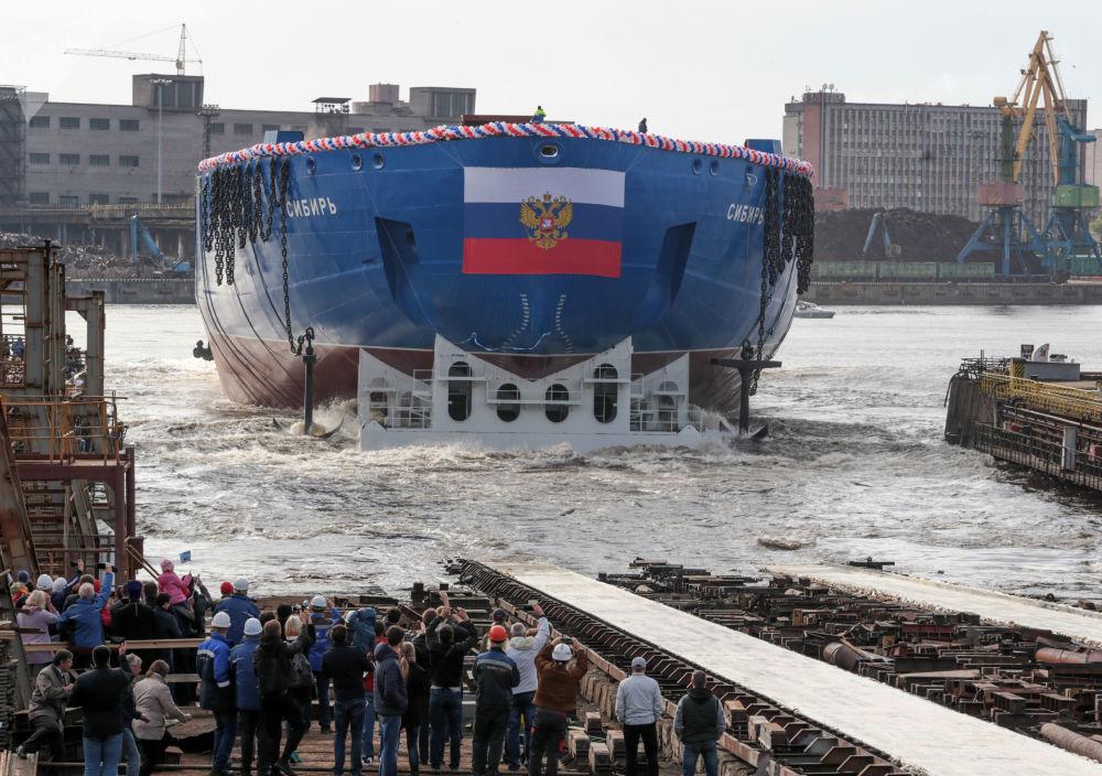 Cerimônia do lançamento à água do quebra-gelo LK-60Ya Sibir em São Petersburgo, 22 de setembro de 2017