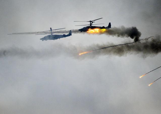 Helicópteros Ka-52 (foto de arquivo)
