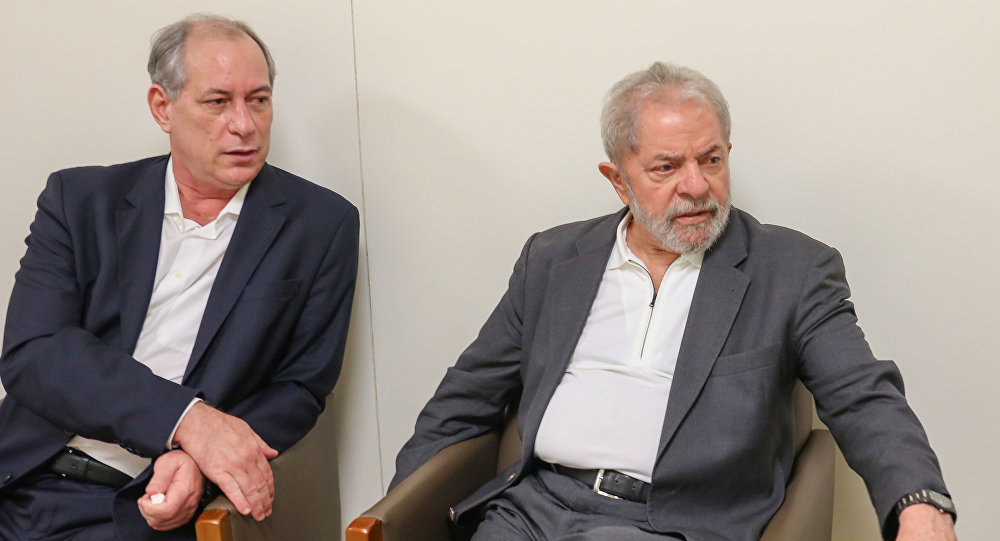 Ciro Gomes ao lado do ex-presidente Lula, em encontro no Instituto Lula