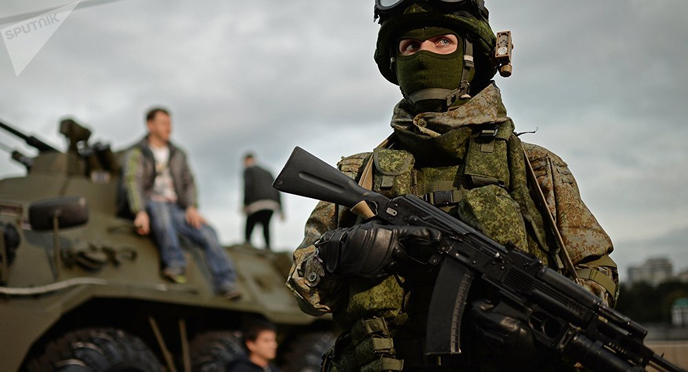 Militar durante o festival Exército da Rússia em Moscou