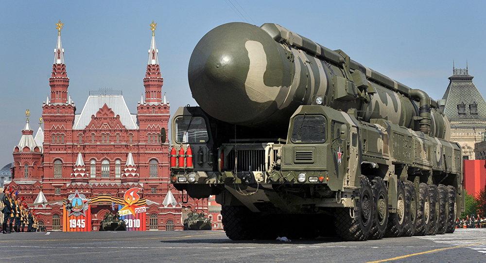 Sistema de mísseis Topol na Praça Vermelha, Moscou (foto de arquivo)