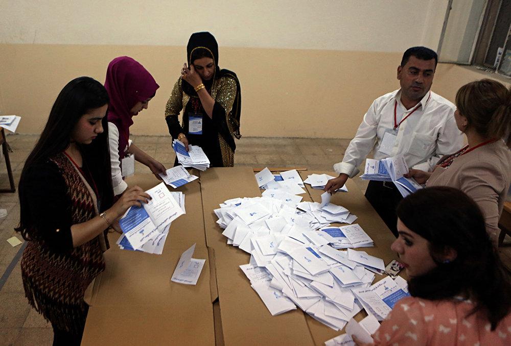 Contagem de votos durante o referendo pela independência no Curdistão iraquiano