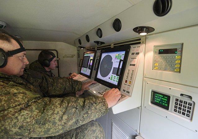 Militares russos treinam uso de sistemas antiaéreos baseados em tecnologia nacional