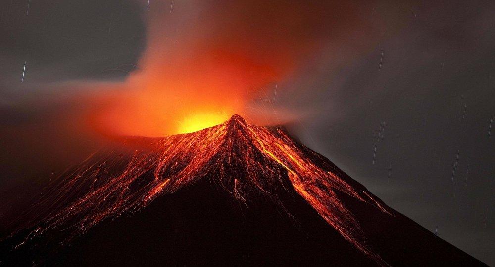 Erupção de um vulcão (imagem referencial)