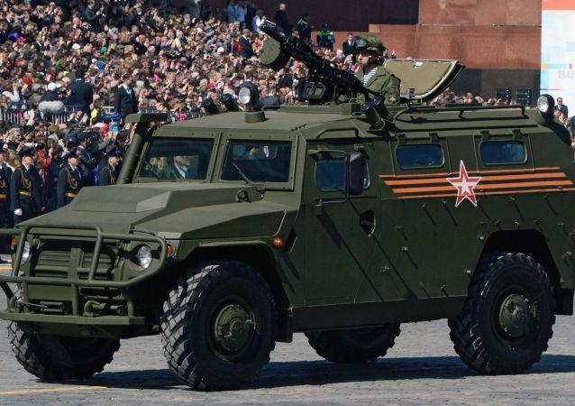 Carro blindado Tigr durante o ensaio geral da parada militar em homenagem ao 70º aniversário da vitória na Segunda Guerra Mundial de 1941-1945.