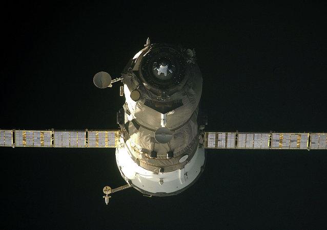 Nave russa Progress em órbita