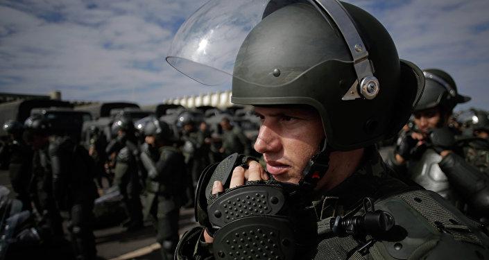 Soldados das Forças Armadas brasileiras se preparam para treinamentos em grande escala em Brasília, foto de arquivo