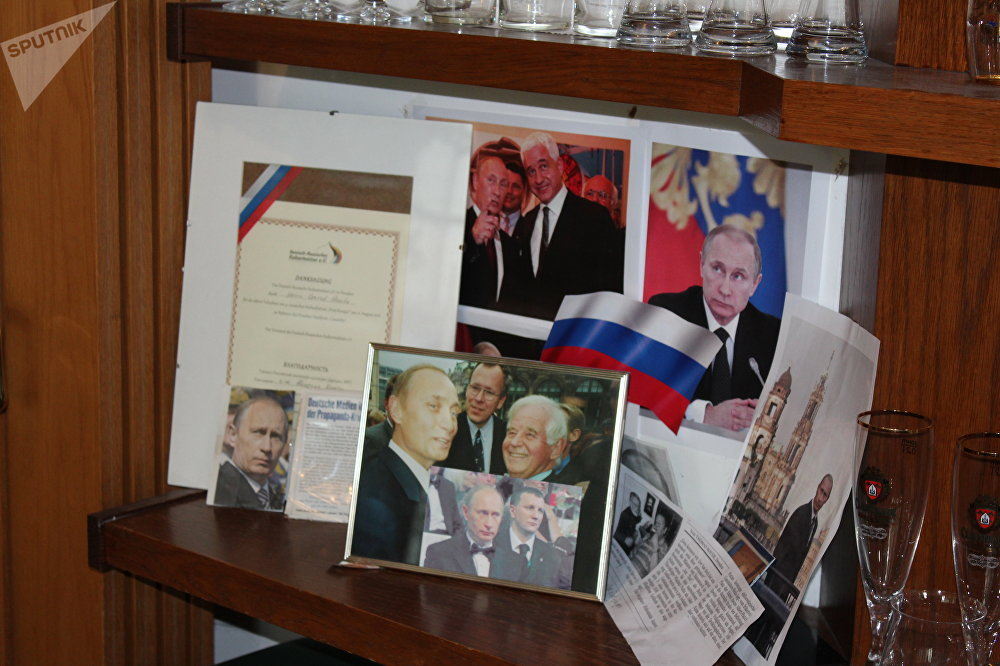 Um pequeno canto no restaurante Am Thor faz lembrar que o presidente russo era muito bem-vindo no estabelecimento