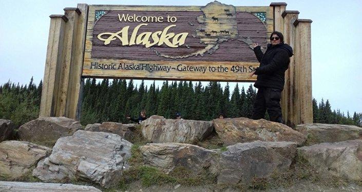 Gean Neide Andrade ao chegar ao estado estadunidense do Alasca