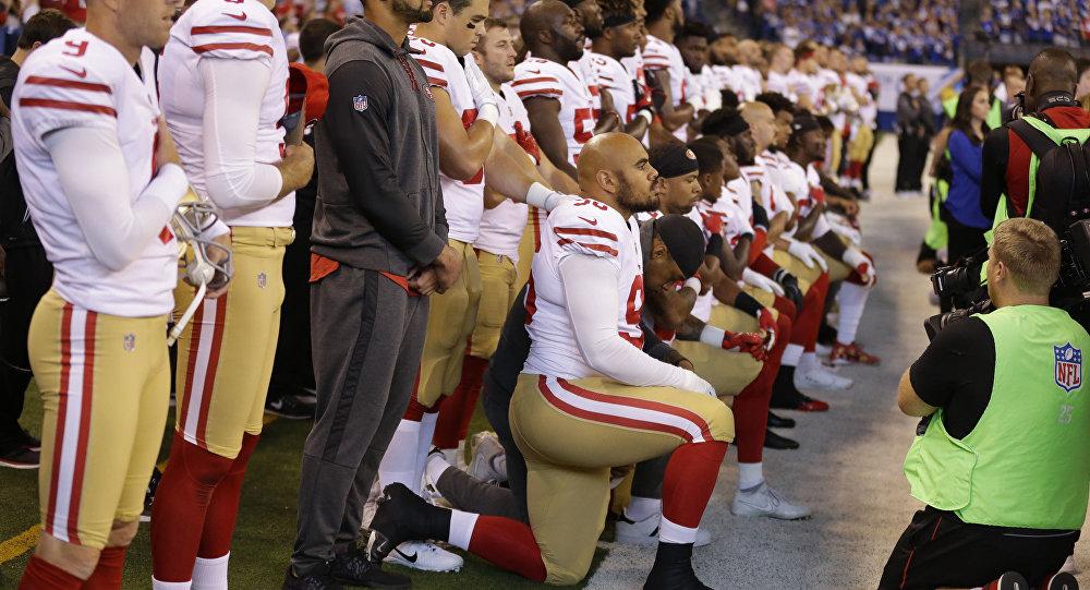 d3f18621c5 Vice-presidente dos EUA abandona partida da NFL após protesto durante hino  nacional