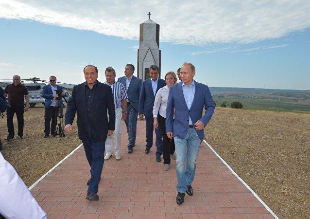 Putin e Berlusconi se encontram na Crimeia