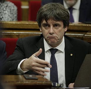 O presidente da Generalitat (governo regional da Catalunha), Carles Puigdemont, durante um discurso no parlamento em 10 de outubro de 2017