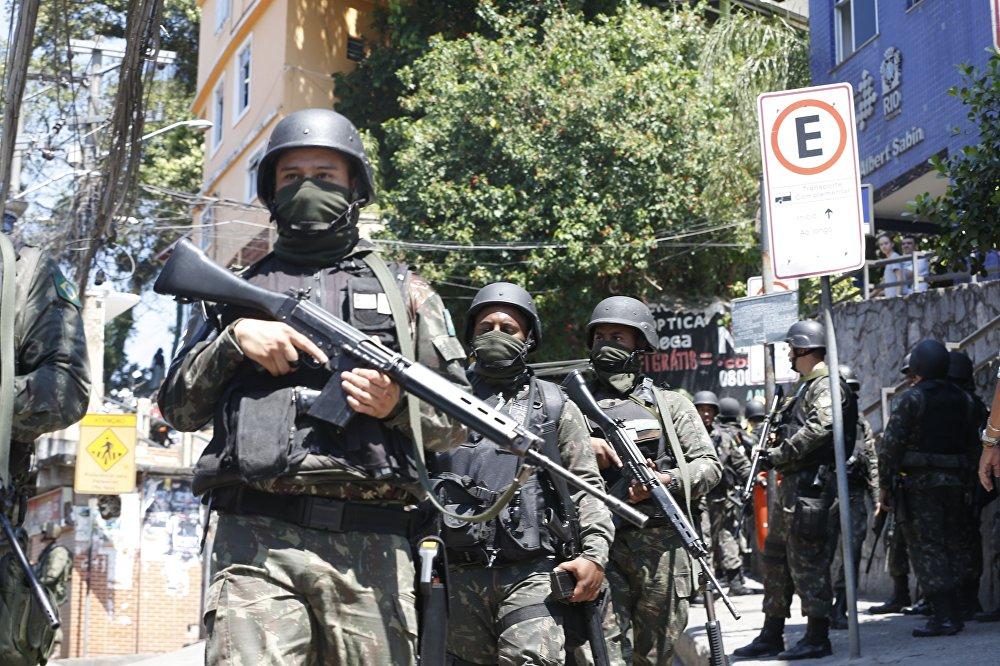 Já a operação desta terça-feira conta com 550 homens das Forças Armadas