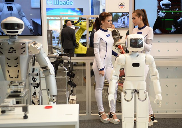 Robôs apresentados no Centro investigativo russo Androidnaya Tekhnika durante feira industrial Innoprom em Ekaterimburgo