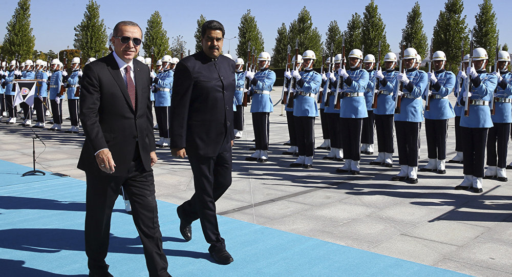 Presidente venezuelano, Nicolás Maduro, com seu homólogo turco, Recep Tayyip Erdogan, no âmbito da visita à Turquia, 6 de outubro de 2016