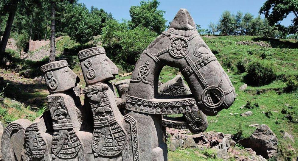 Figuras de pedra da época da Alta Idade Média descobertas nos Himalaias
