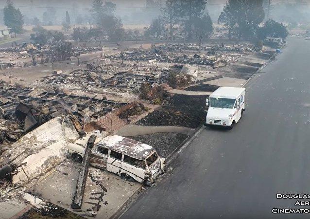 Cidade norte-americana devastada por incêndios