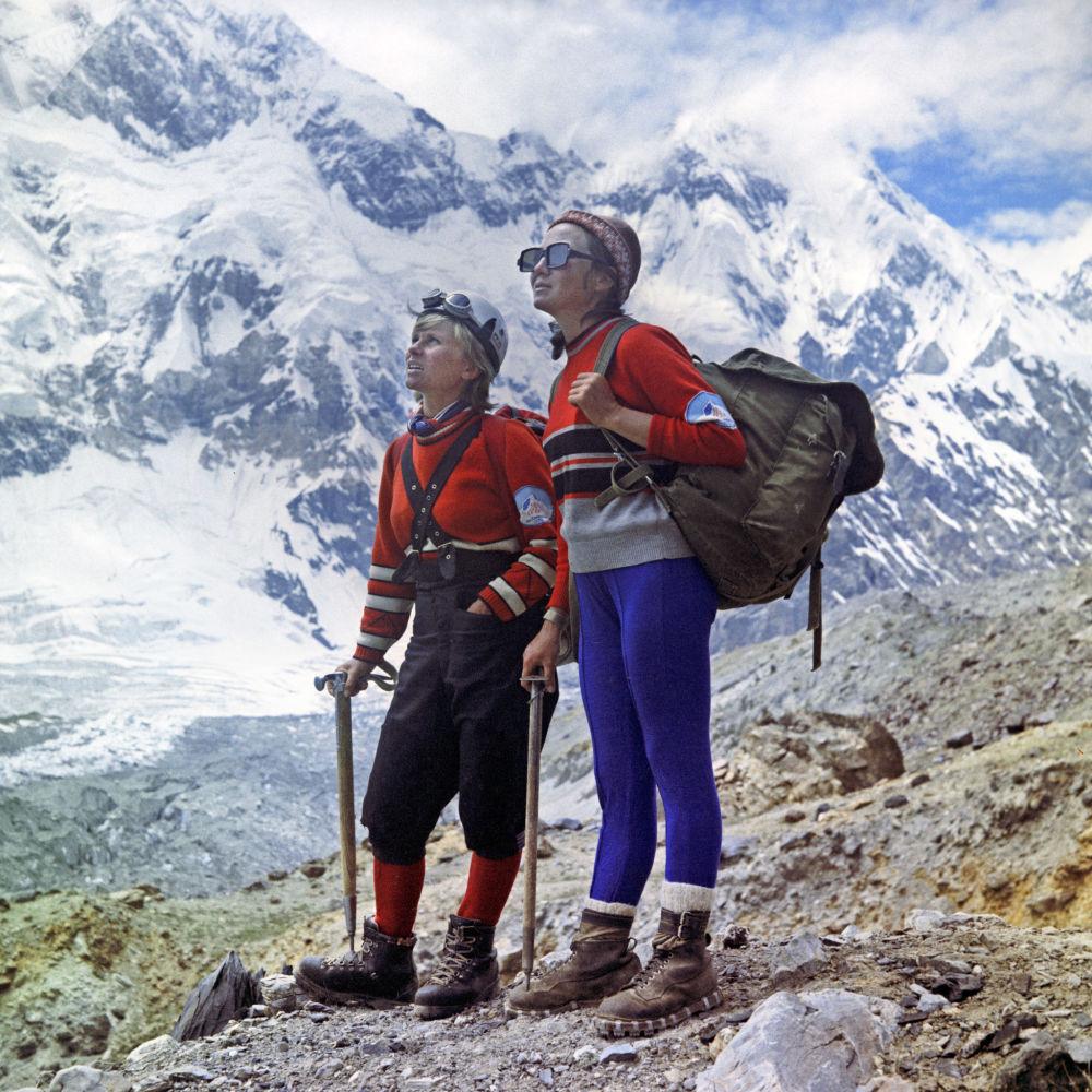 Alpinistas na cordilheira Pamir, Ásia Central, 1972