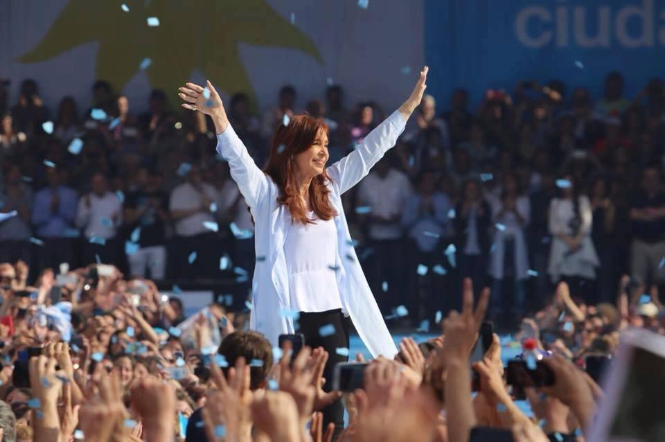 Cristina Kirchner concorre a uma cadeira do Senado argentino.