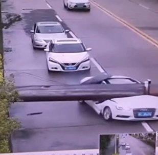 Homem escapa da morte na província chinesa de Guangdong