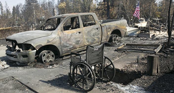 Casa destruída por incêndio na Califórnia