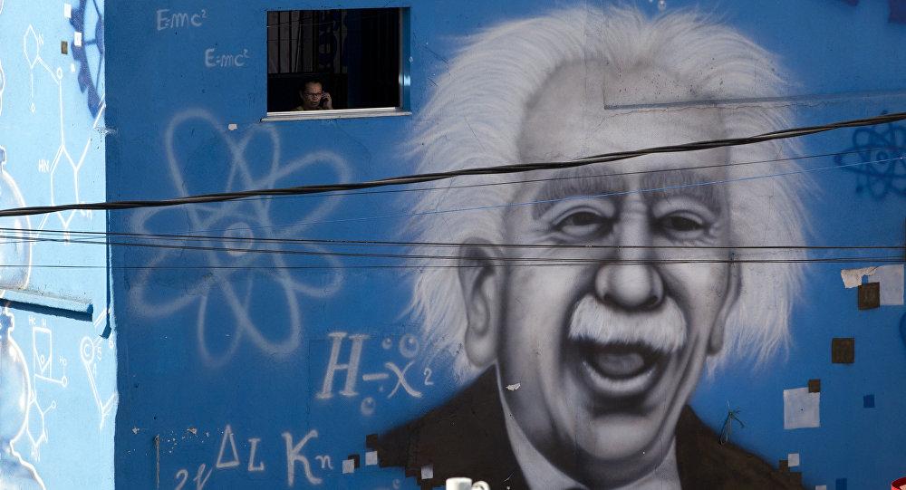 Grafite de Albert Einstein na parede de uma escola, Rio de janeiro, Brasil