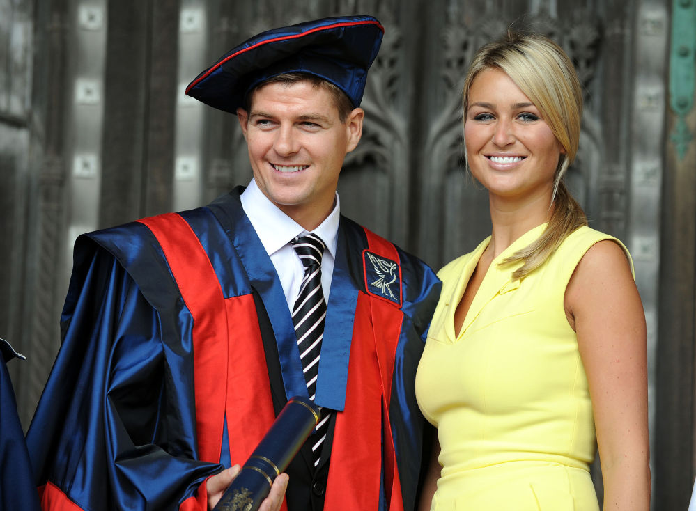 Jogador do Liverpool inglês, Steven Gerrard, com sua esposa Alex Curran