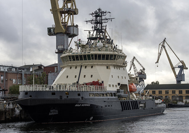 Quebra-gelo russo Ilya Muromets antes de zarpar ao mar para testes estatais, 5 de outubro de 2017