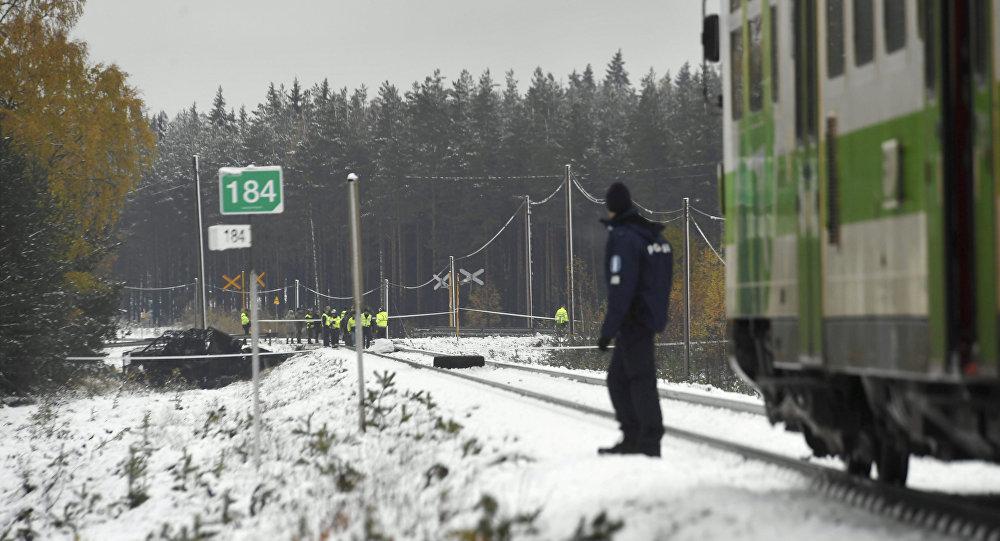 Acidente entre comboio e carro militar provoca pelo menos 4 mortos