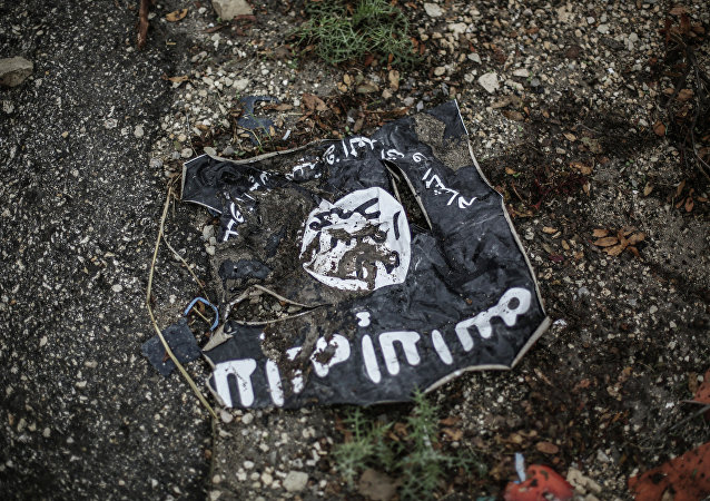 Bandeira do Daesh no zona do conflito