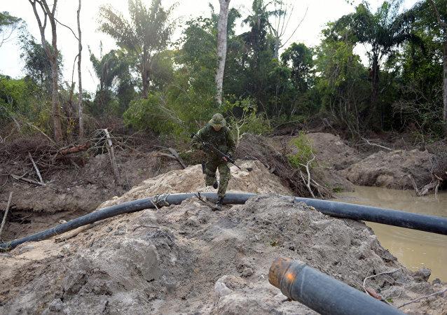 Com pouco mais de três milhões de hectares, a Terra Indígena Kayapó abrange os municípios paraenses de Cumaru do Norte, Bannach, Ourilândia do Norte e São Félix do Xingu.