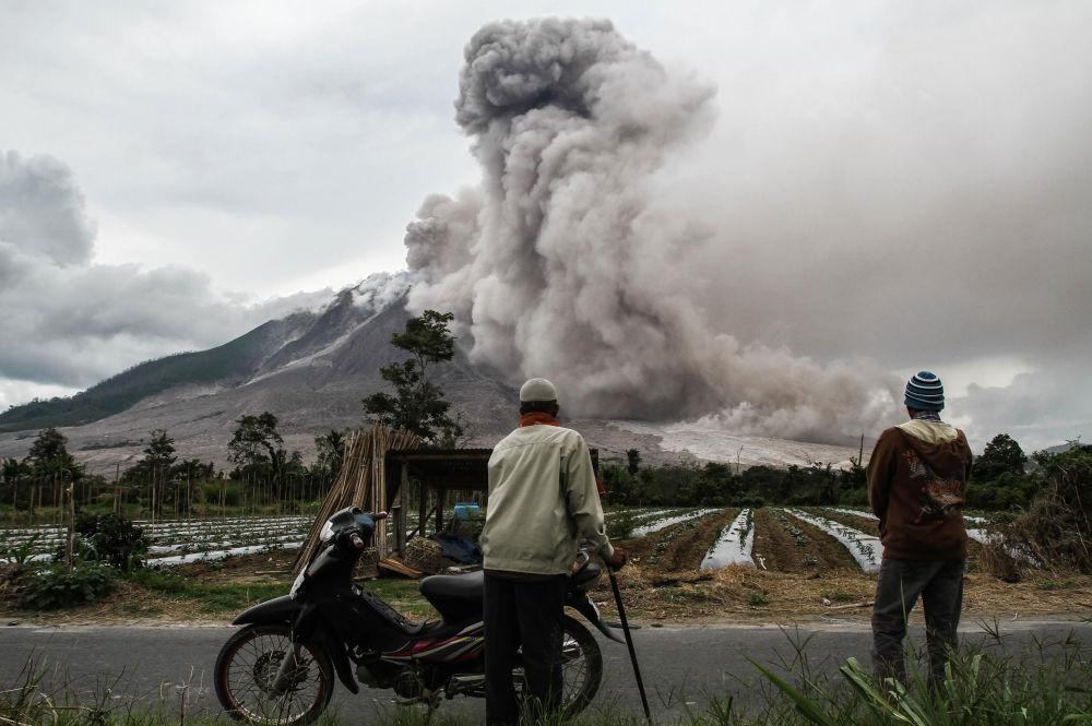 Erupção do vulcão Sinabung, Sumatra do Norte