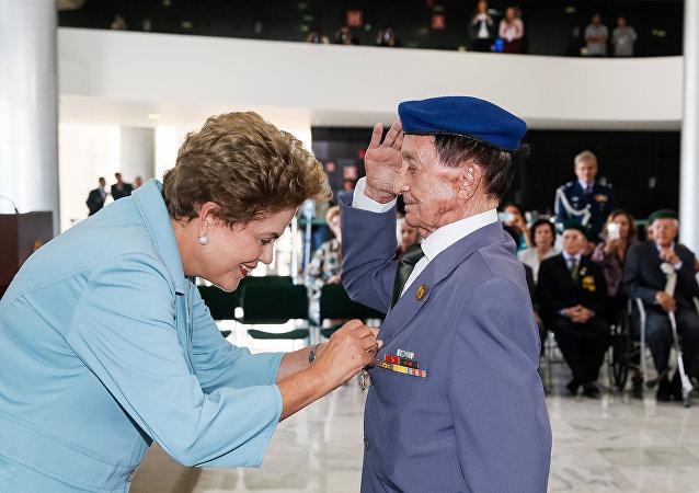Dilma condecora veteranos brasileiros da 2ª Guerra Mundial