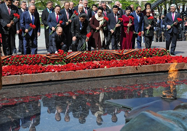 Putin e líderes estrangeiros colocam flores ao Túmulo do Soldado Desconhecido