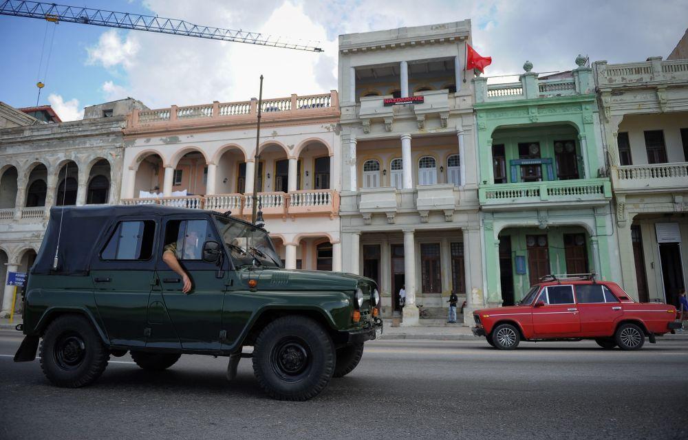 Carros soviéticos em Havana