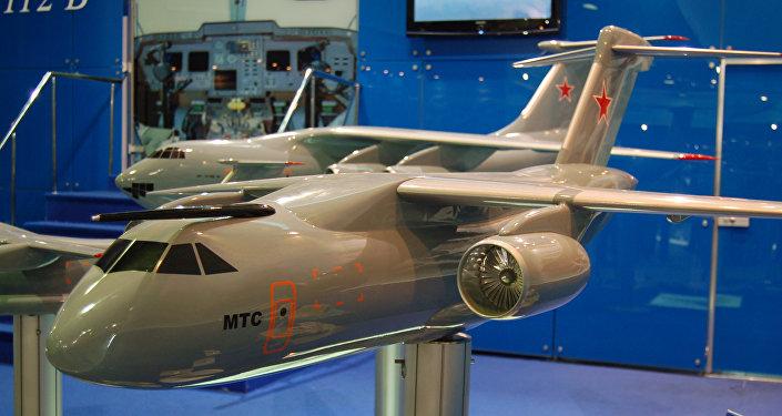 Maquete do avião militar de transporte da classe média MTA, atualmente conhecido como Il-276