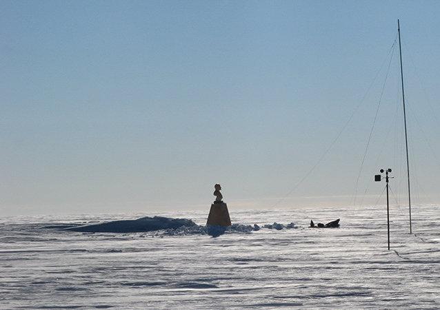 O busto de Vladimir Lenin no polo de inacessibilidade, Antártida