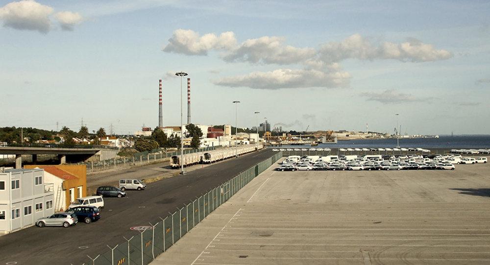 Autoridades procuram dois jovens sírios que abandonaram navio no porto de Setúbal