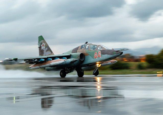 A aeronave da Força Aerospacial da Rússia na base aérea em Hmeymim, Síria