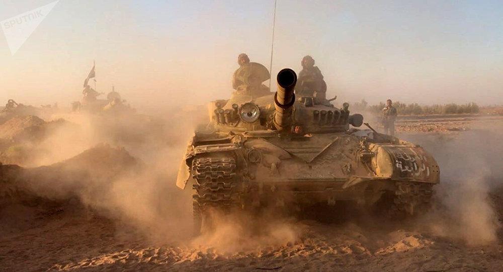 Tanques sírios na área de Deir ez-Zor (foto de arquivo)
