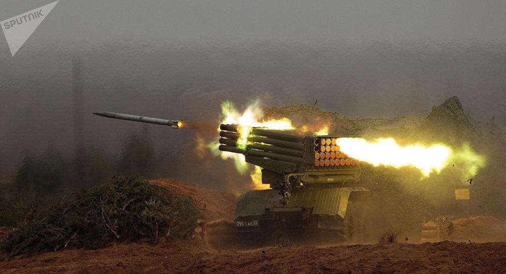 Lançador múltiplo de foguetes russo BM-21 Grad (foto de arquivo)