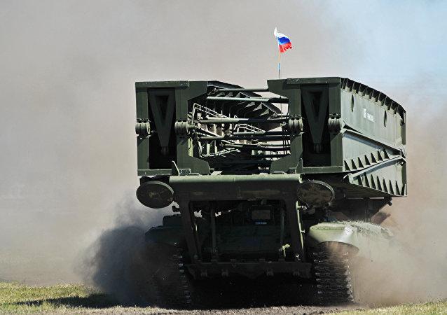 MTU-90M, veículo lançador de pontes blindado (foto de arquivo)