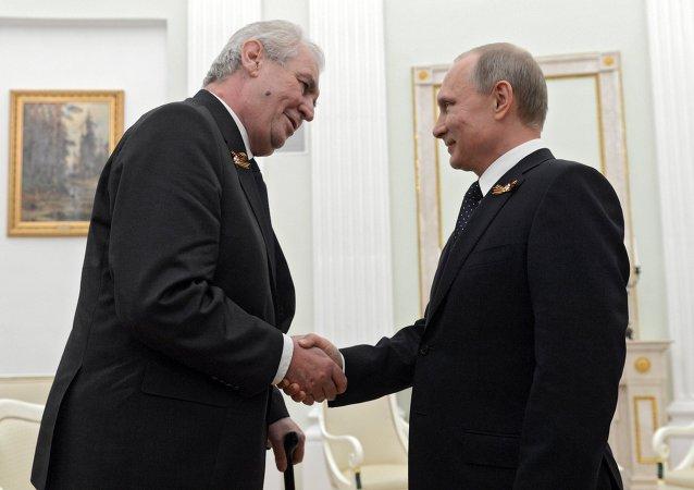Vladimir Putin, presidente da Rússia, e Milos Zeman, presidente da República Tcheca
