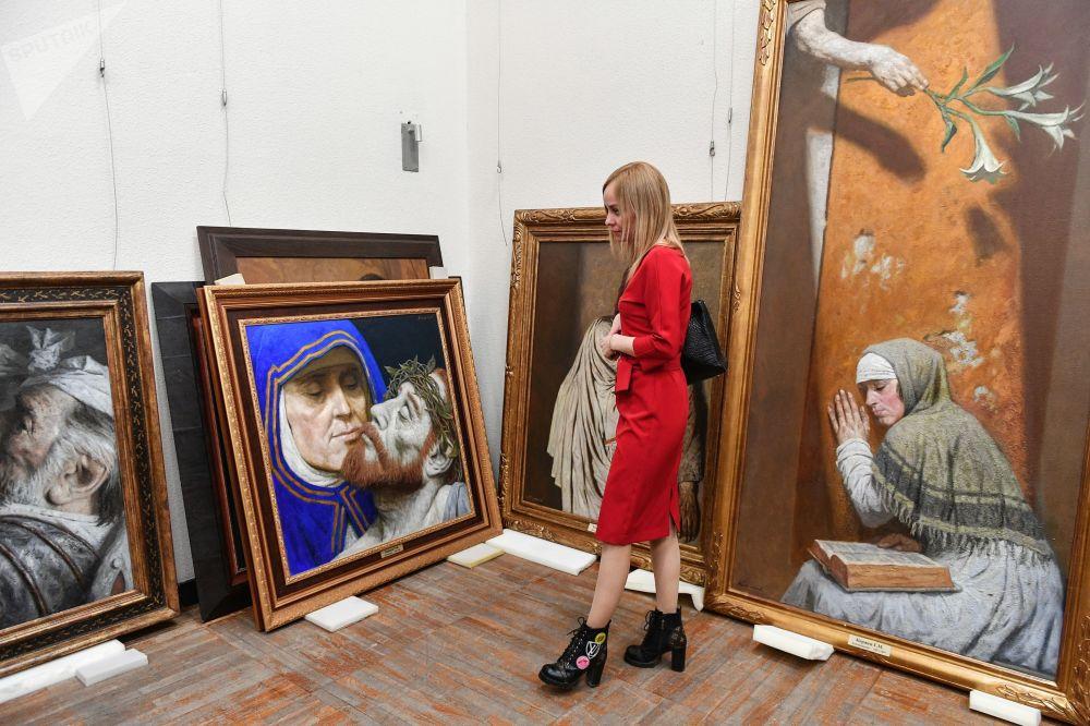 Obras do pintor Gely Korzhev entregues à Galeria Tretyakov em Moscou