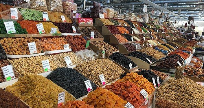 Frutas secas e nozes no mercado central de Rostov