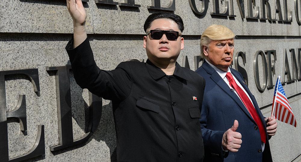 Sósias do mandatório dos EUA, Donald Trump, e do líder da Coreia do Norte, Kim Jong-un