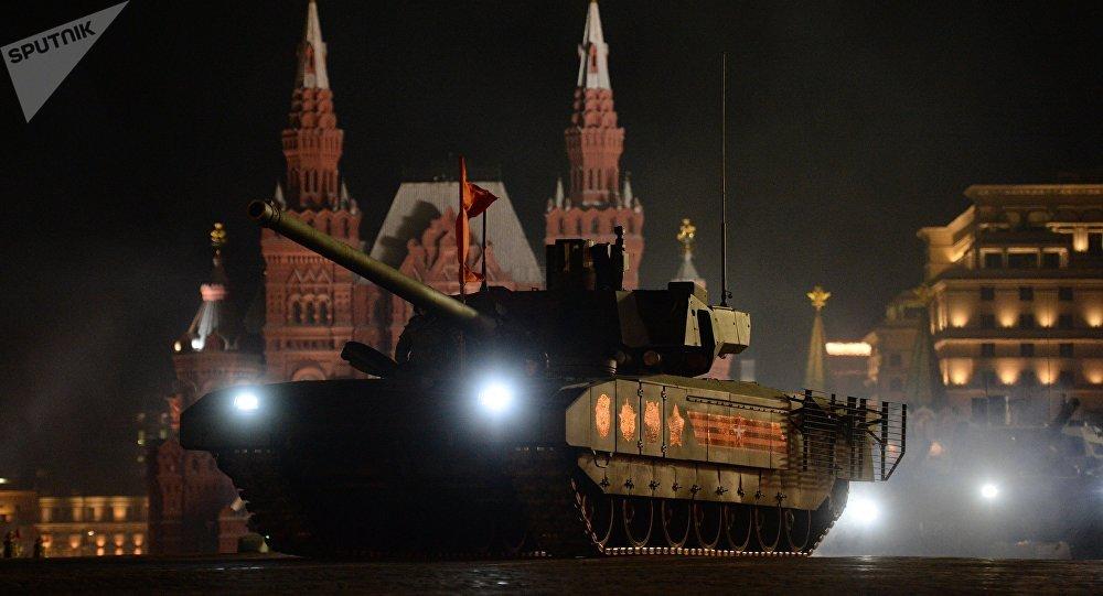 Tanque T-14 Armata na Praça Vermelha