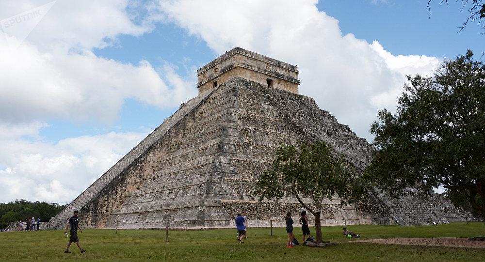 Templo de Kukulcán na cidade antiga de Chichén Itzá, México